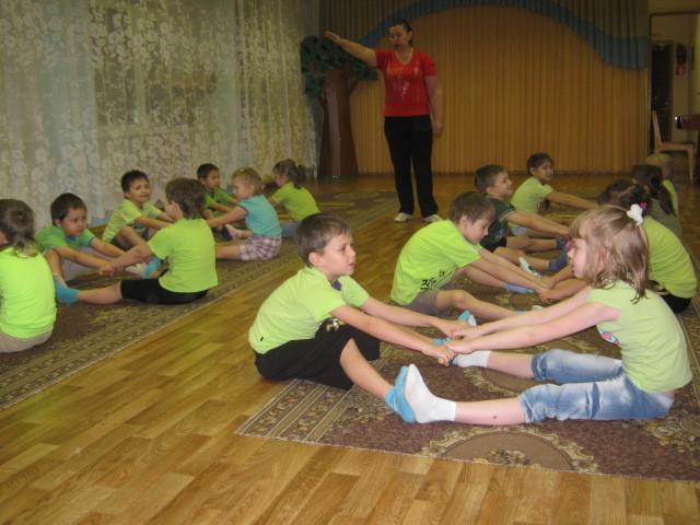 Утренняя гимнастика в детском саду в подготовительной группе