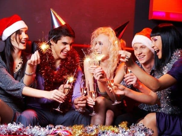 Новогодние игры для взрослых