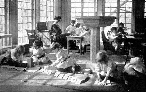Методика раннего развития детей Марии Монтессори