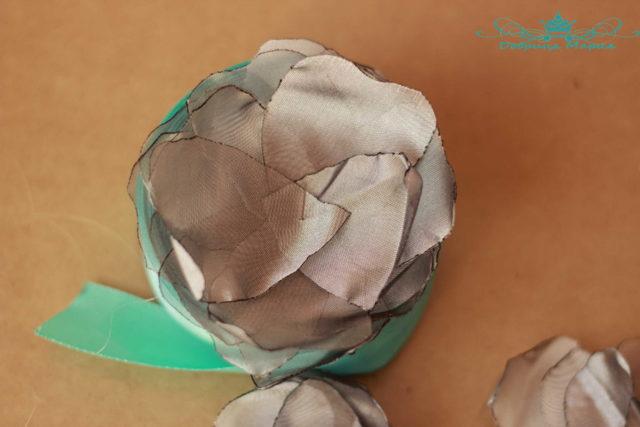 Цветы из атласной ткани своими руками