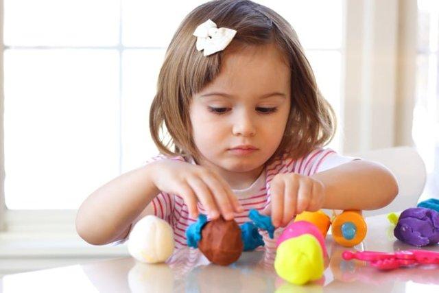 Когда стоит покупать пластилин ребенку. Когда начинать заниматься лепкой с ребенком?