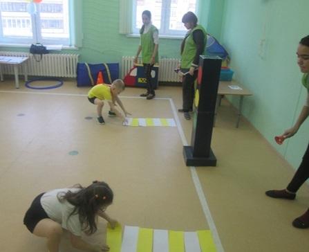 Весёлые старты по ПДД в детском саду. Средняя группа
