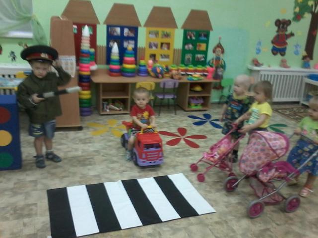 Конспект занятия по ПДД для детей группы раннего возраста в детском саду
